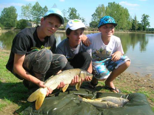 La pêche avec les tentes dans le domaine de Nizhniy Novrogod